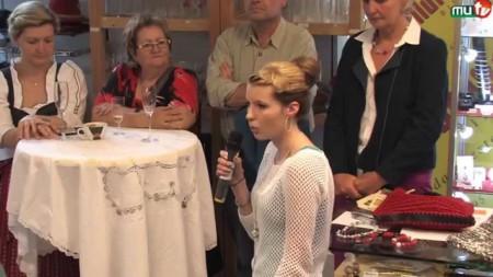 Modenschau Anna im Zentrum